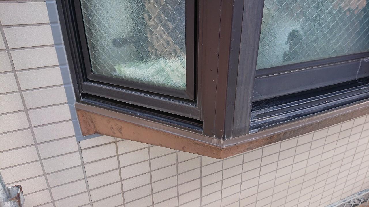 明石市での雨漏り修理でコーキングを打ち換えた様子