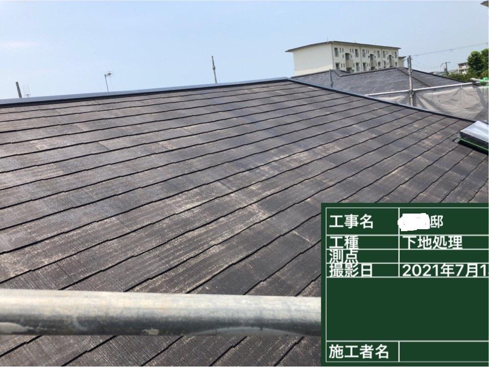 神戸市での屋根塗装で下塗りが完了した様子