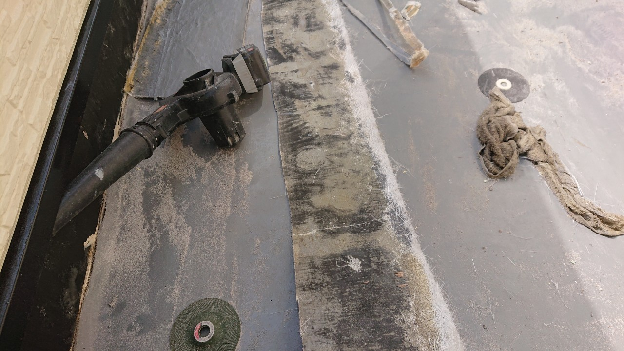防水工事で立ち上がり部分を撤去した様子