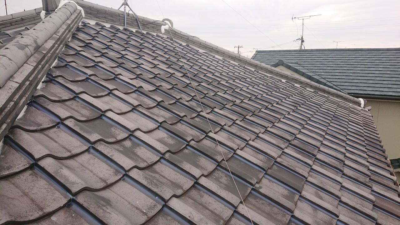 加古川市での瓦屋根台風対策でラバーロック工法が完了した様子