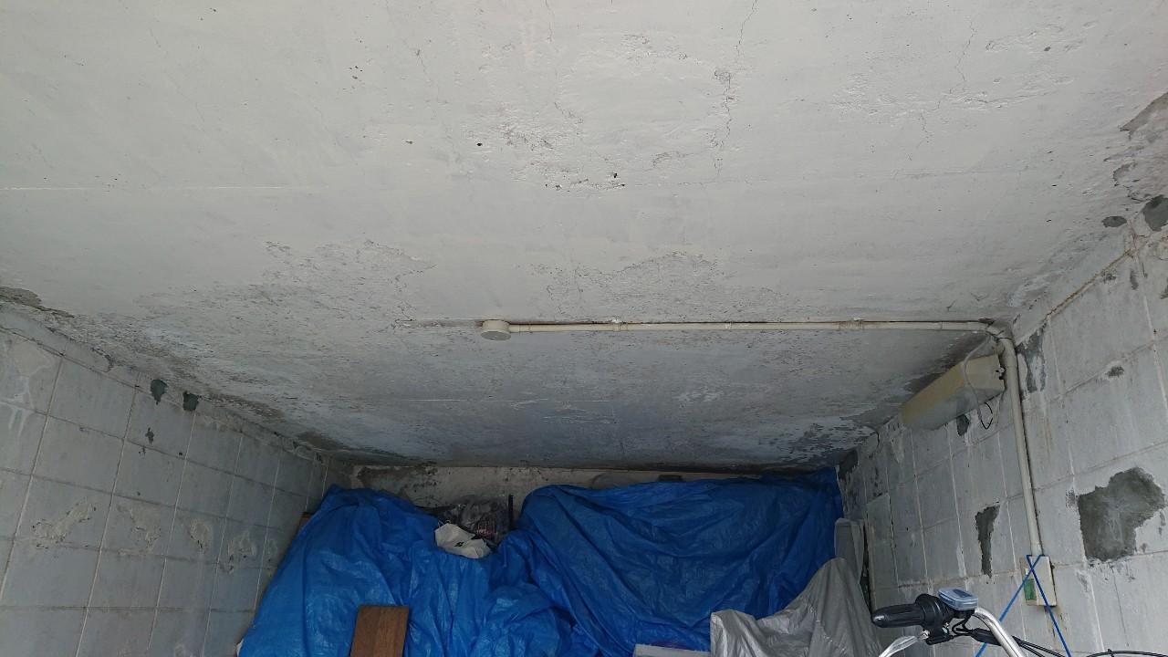 天井補修前の掘り込みガレージの様子
