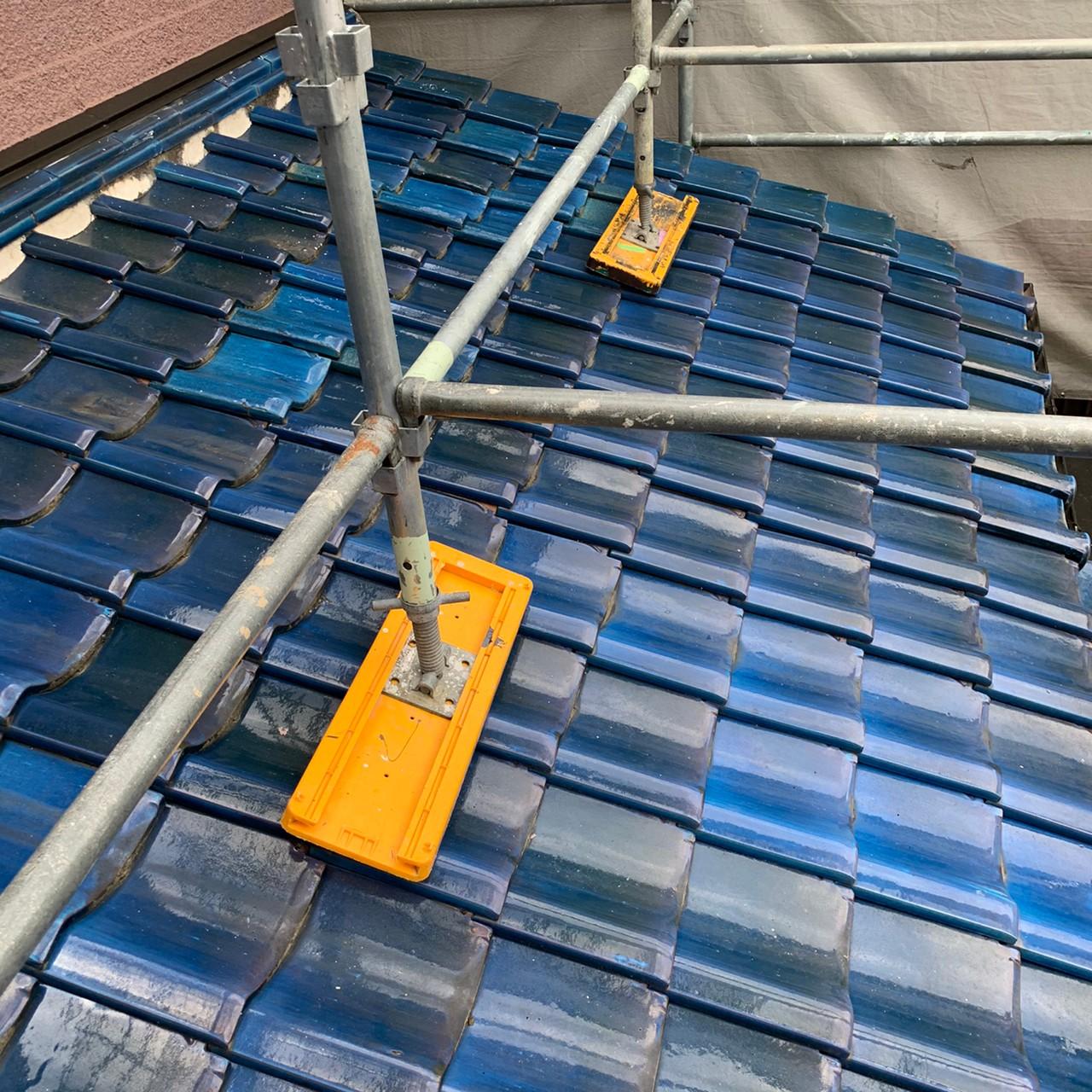 加古川市で下屋根から雨漏りしていた葺き替え工事前の様子