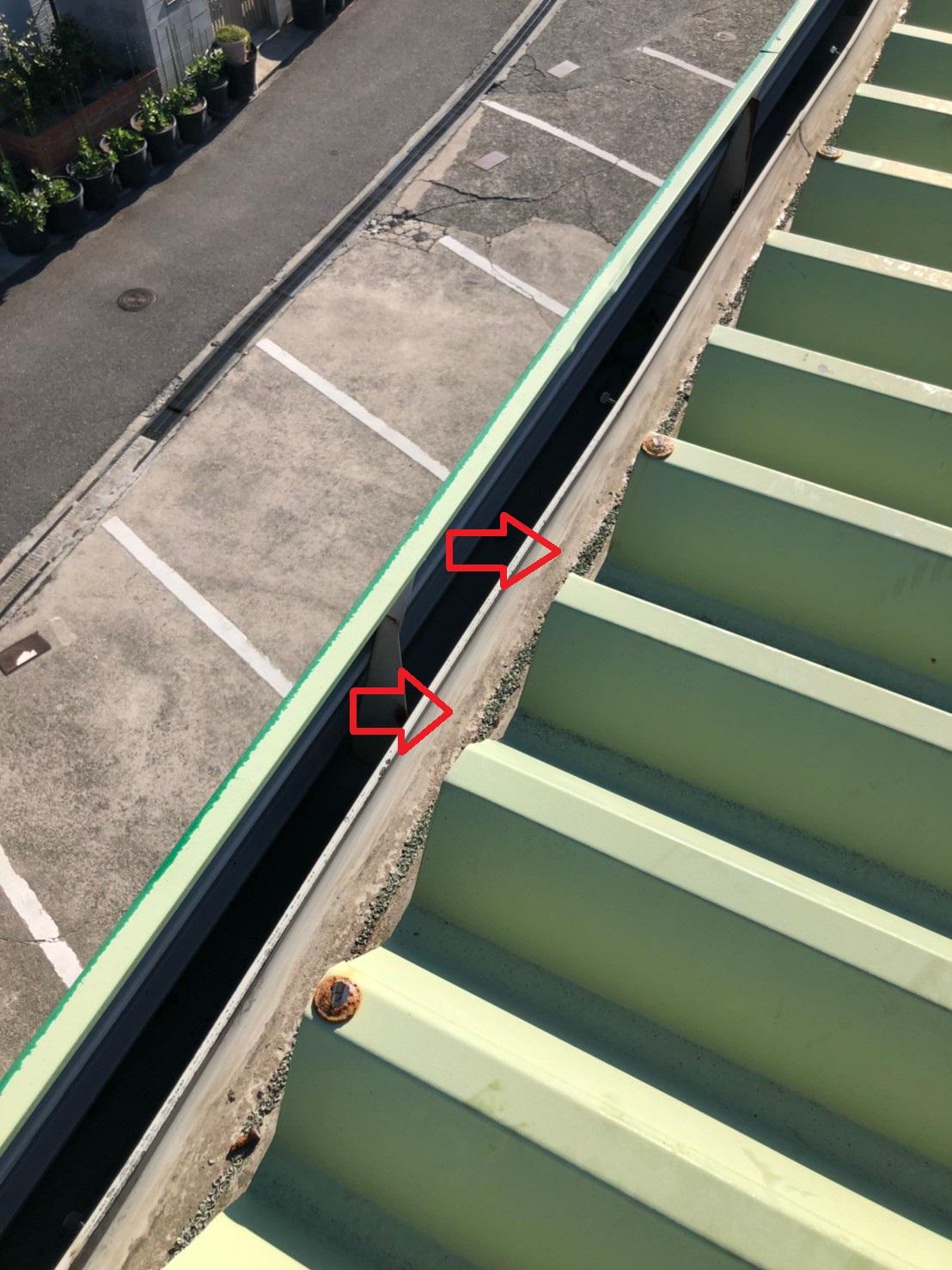 明石市での屋根工事で屋根の先端を切断した様子