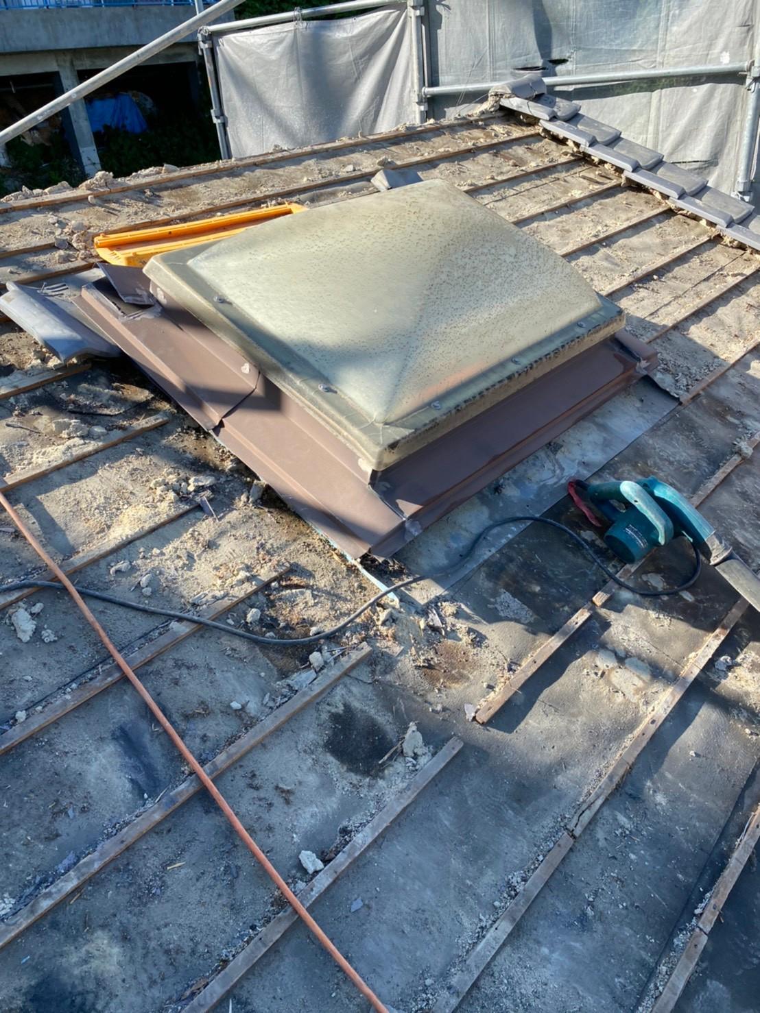 瓦屋根を撤去した後のトップライトの様子