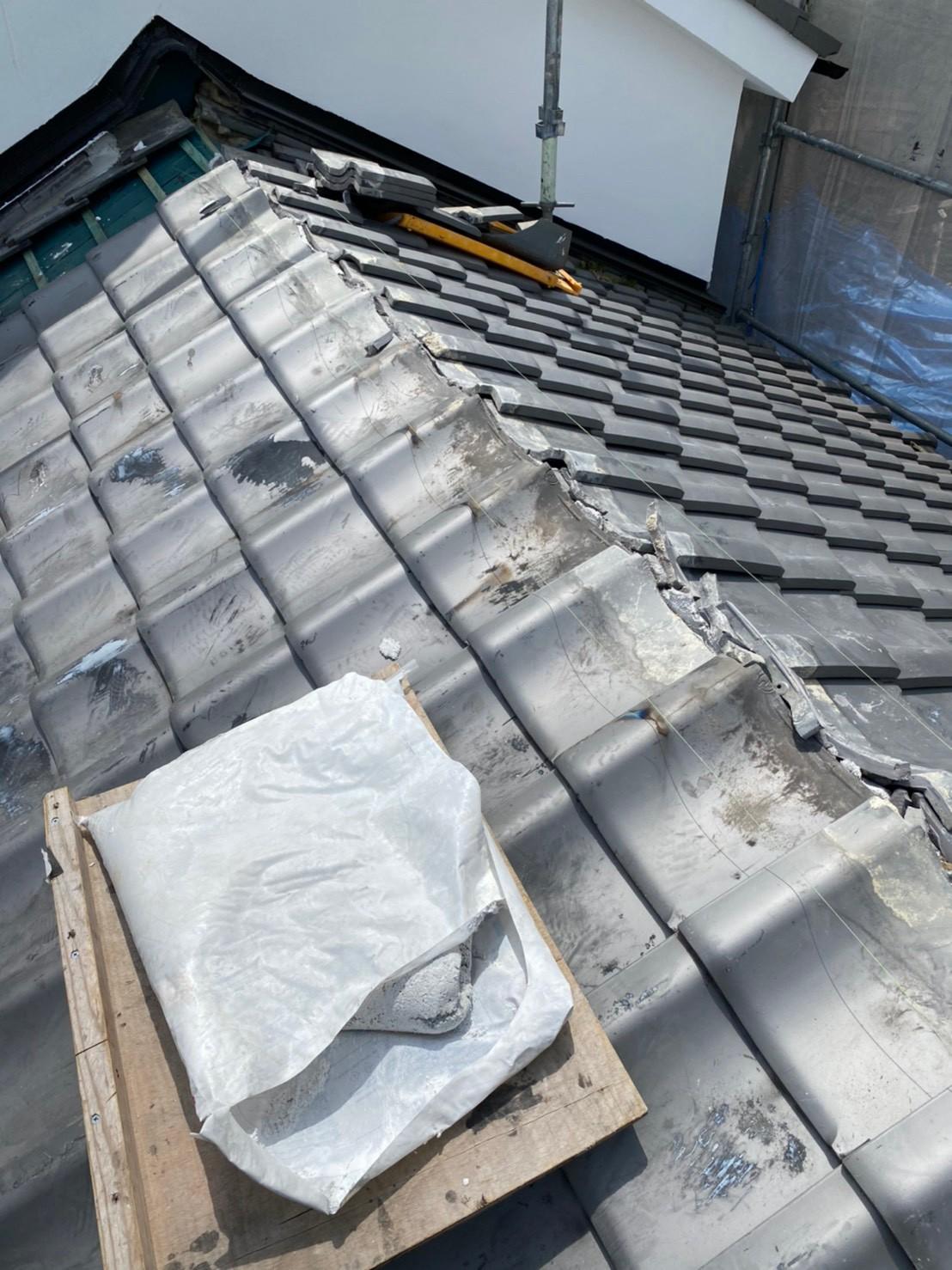 神戸市中央区での瓦屋根葺き直し工事で瓦屋根を葺き終えた様子
