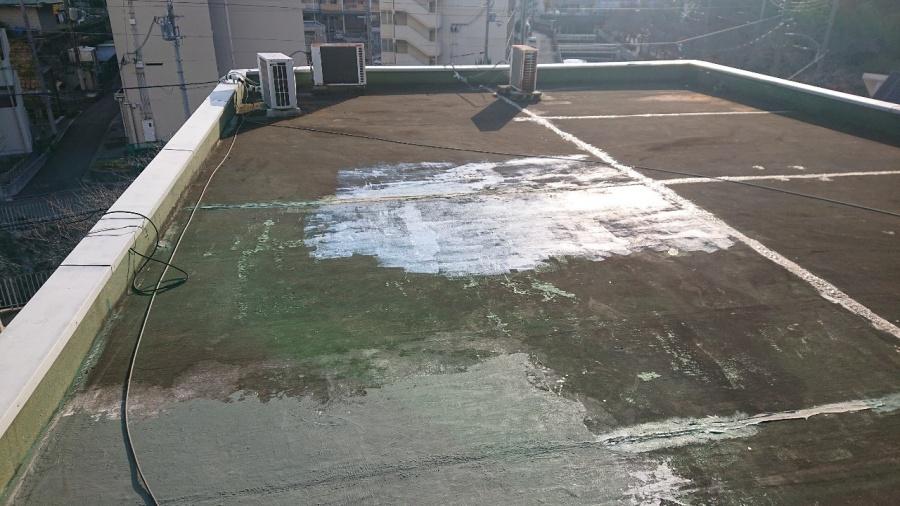 神戸市中央区の屋上防水工事でケレン清掃後の様子
