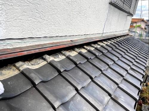 淡路市での瓦屋根修理でのし瓦と土を撤去した様子