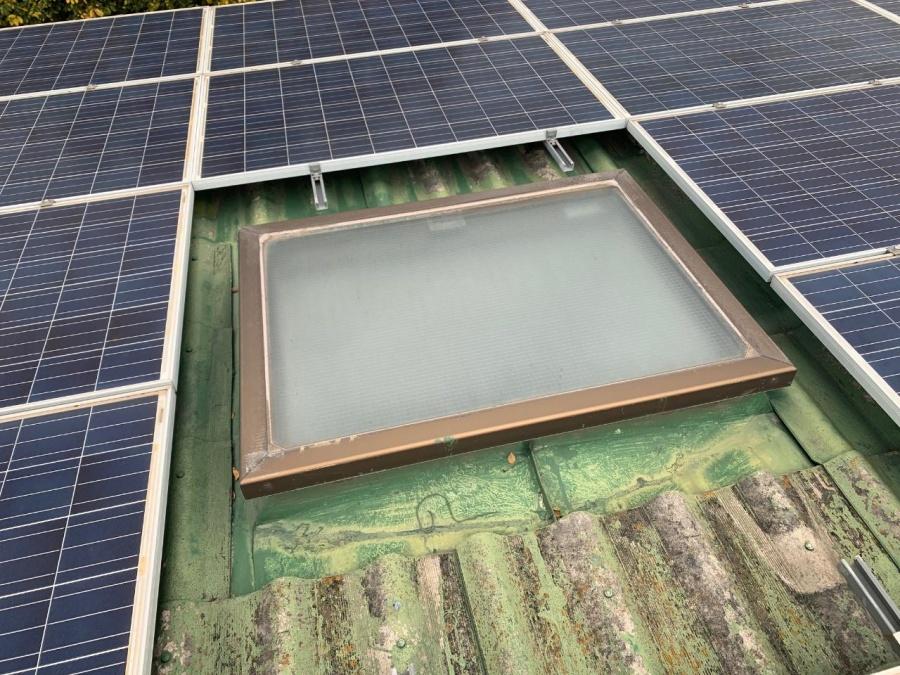 神戸市垂水区での屋根葺き替え工事前点検で天窓を点検