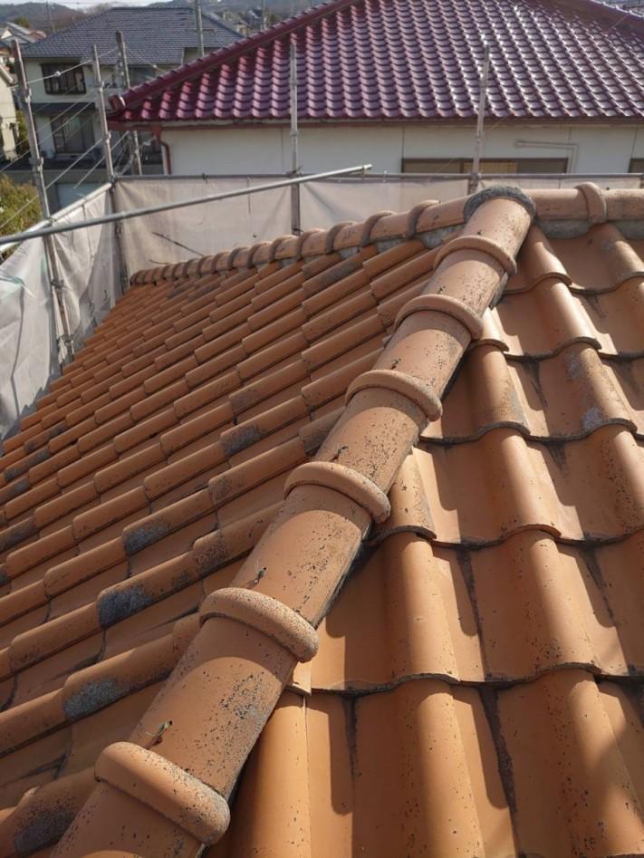 淡路市屋根葺き替え工事前の瓦屋根の様子