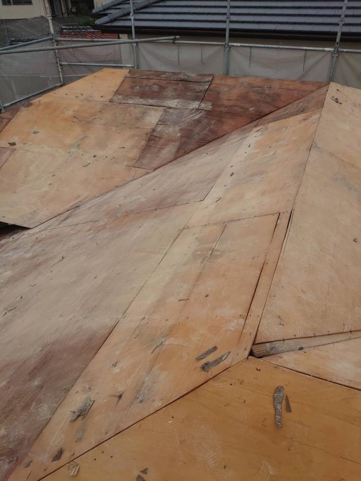 瓦撤去後の屋根下地の様子