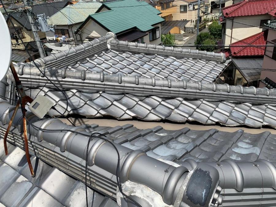 三田市でコウモリ被害を受けていた瓦屋根の様子