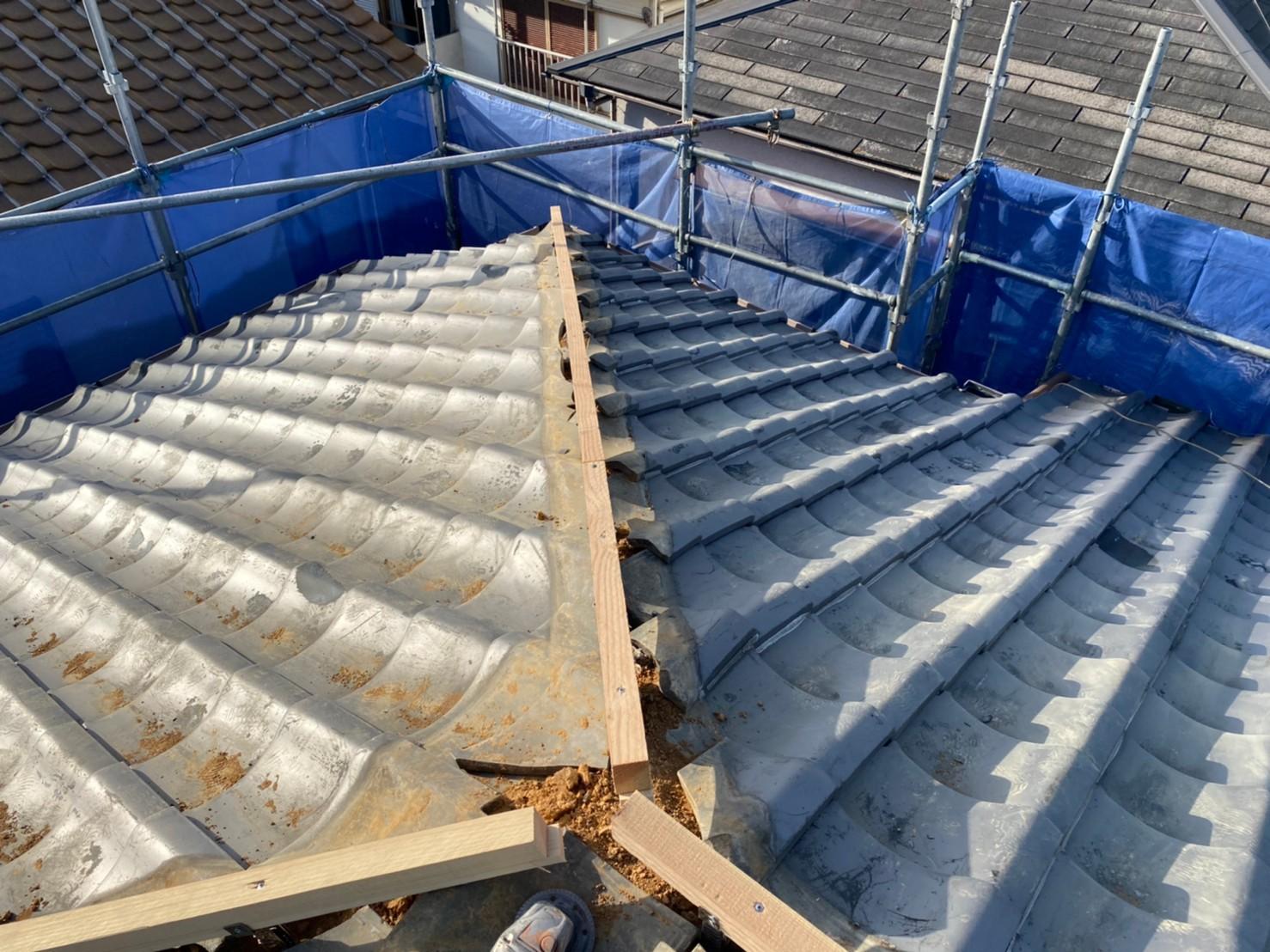 三木市での棟瓦積み替え工事で棟瓦の下地となる垂木を取り付けた様子