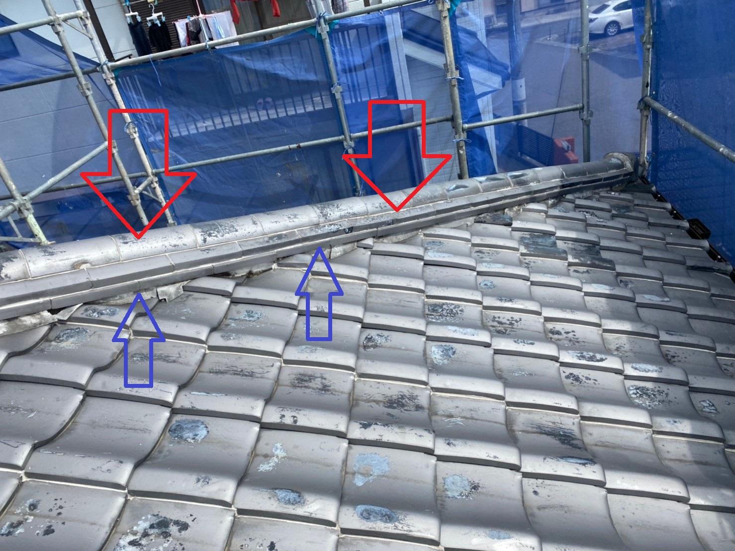 三木市で瓦屋根修理を行ったお家の劣化した棟瓦と漆喰