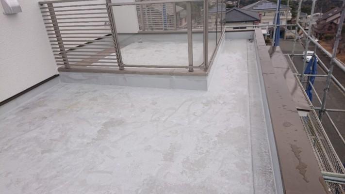 三木市での防水リフォーム工事前のFRP防水