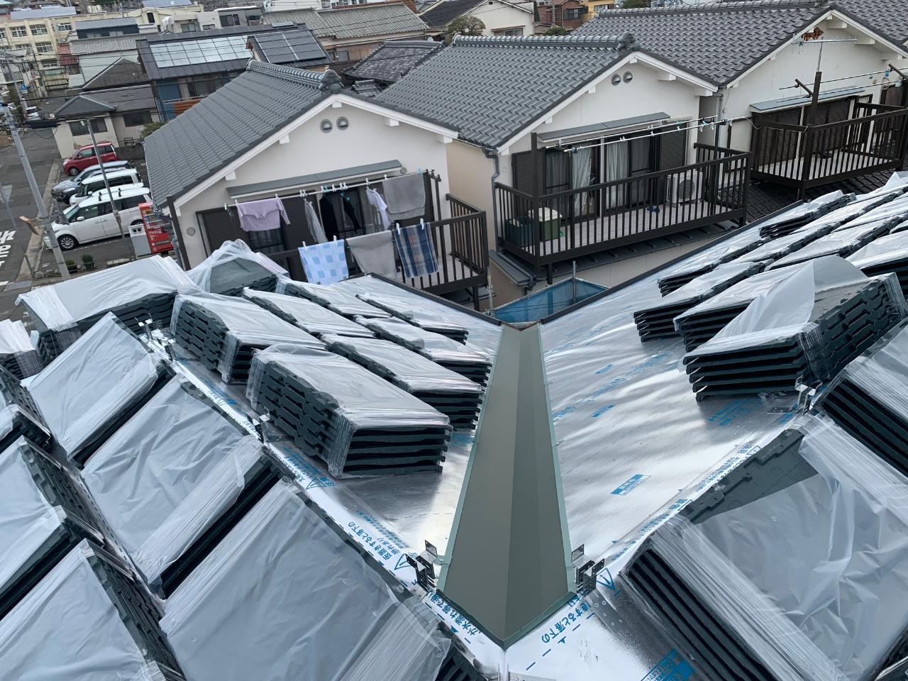 神戸市北区で屋根葺き替え工事をしました。③今日はルーガ鉄平葺きです。