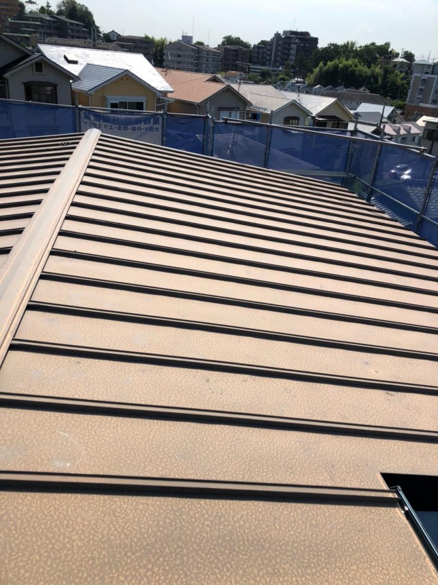 劣化したトタン屋根の棟板金
