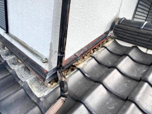 淡路市瓦屋根修理でのし瓦を撤去した様子