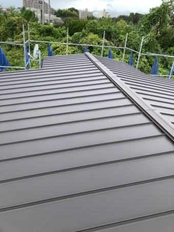 立平にカバー工法した屋根