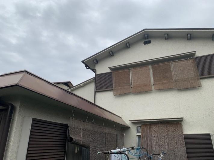 淡路市屋根カバー工法前の建物の様子