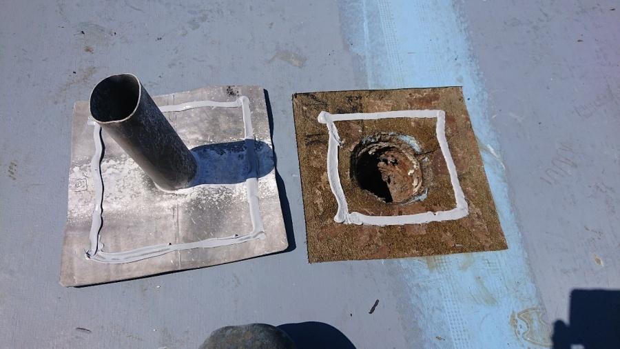 神戸市垂水区で行った屋上修理で脱気筒を取り付ける前の様子