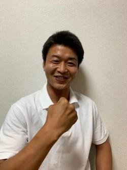 笑顔のガッツポーズの写真