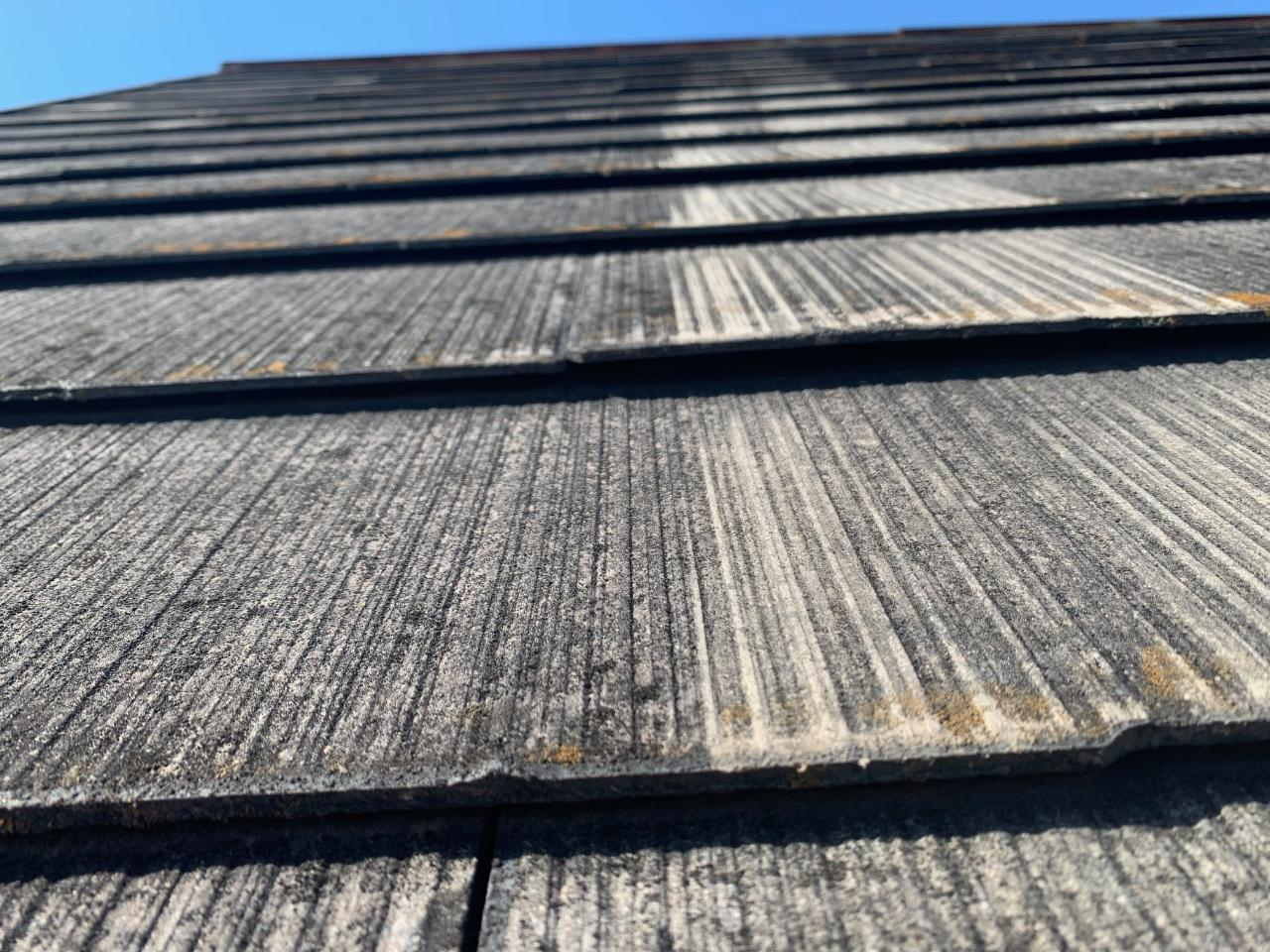 浮いているスレート屋根の状態