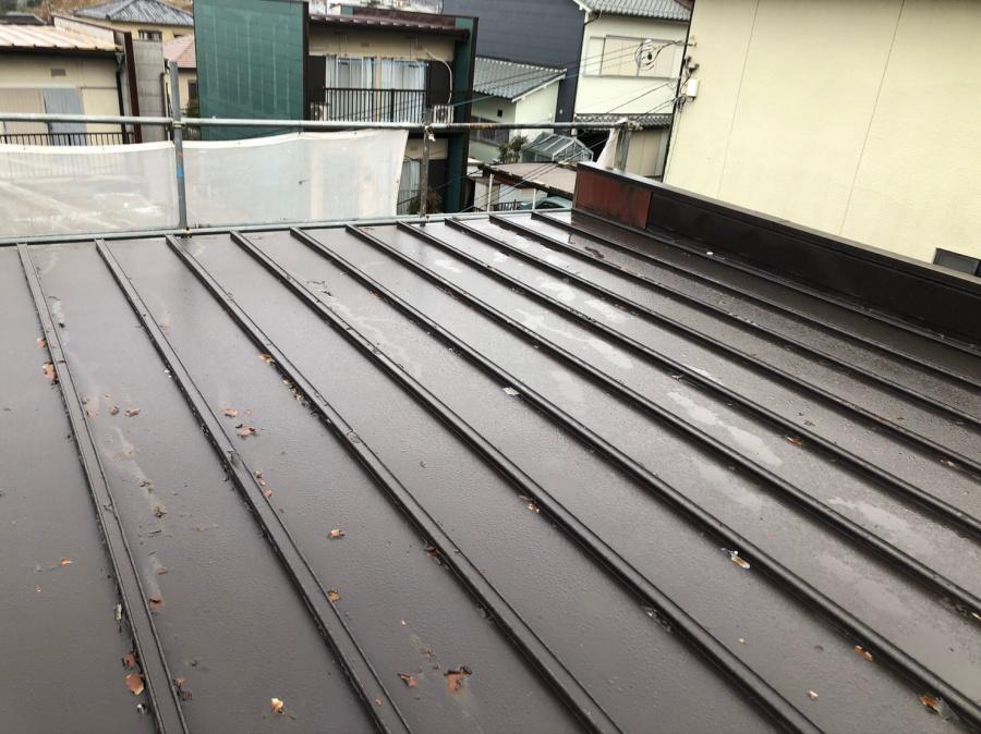錆が出てきているトタン屋根の様子