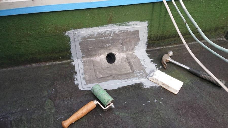神戸市中央区で屋上防水工事で改修用ドレンを取り付けた様子
