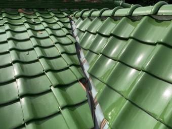 屋根に作られた銅板の谷の様子