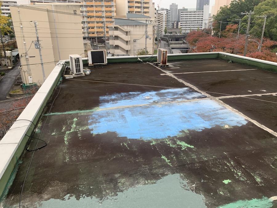 神戸市中央区にて屋上防水工事前の屋上の様子