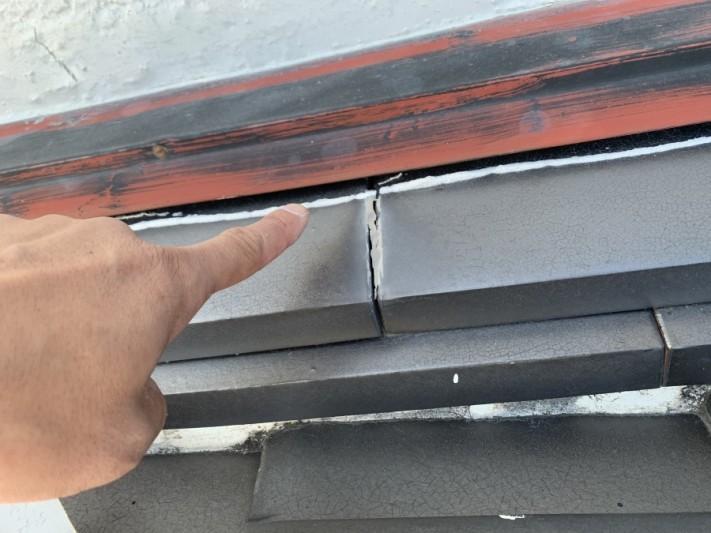 淡路市での瓦屋根修理前でのし瓦がズレている様子