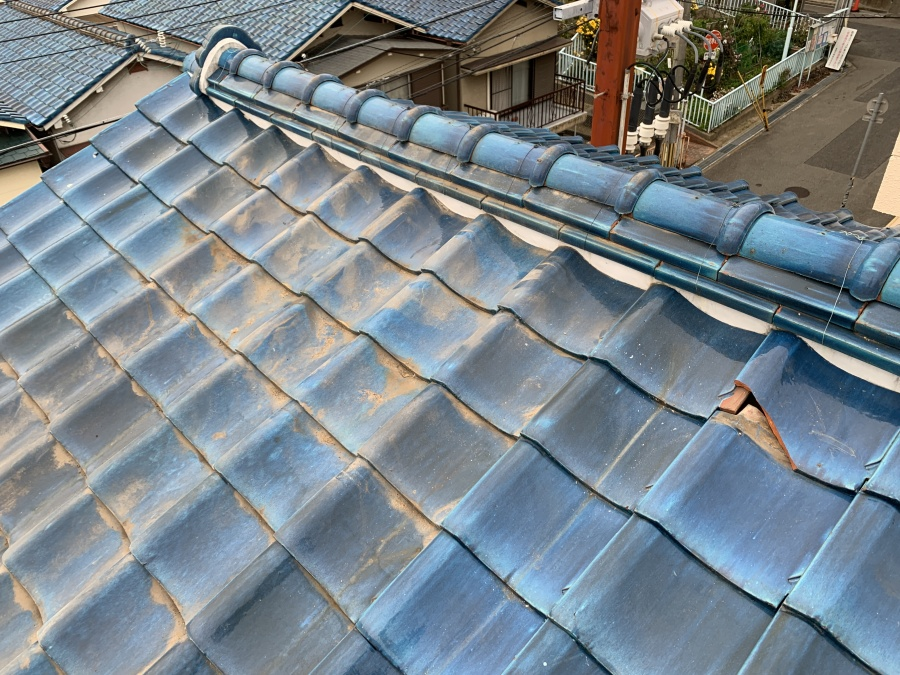 湯沸かしソーラーパネル撤去後の瓦屋根