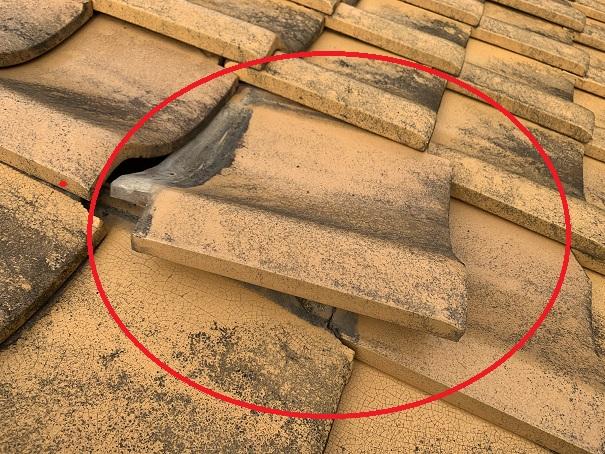 火災保険が適応されやすい台風被害を受けた屋根瓦