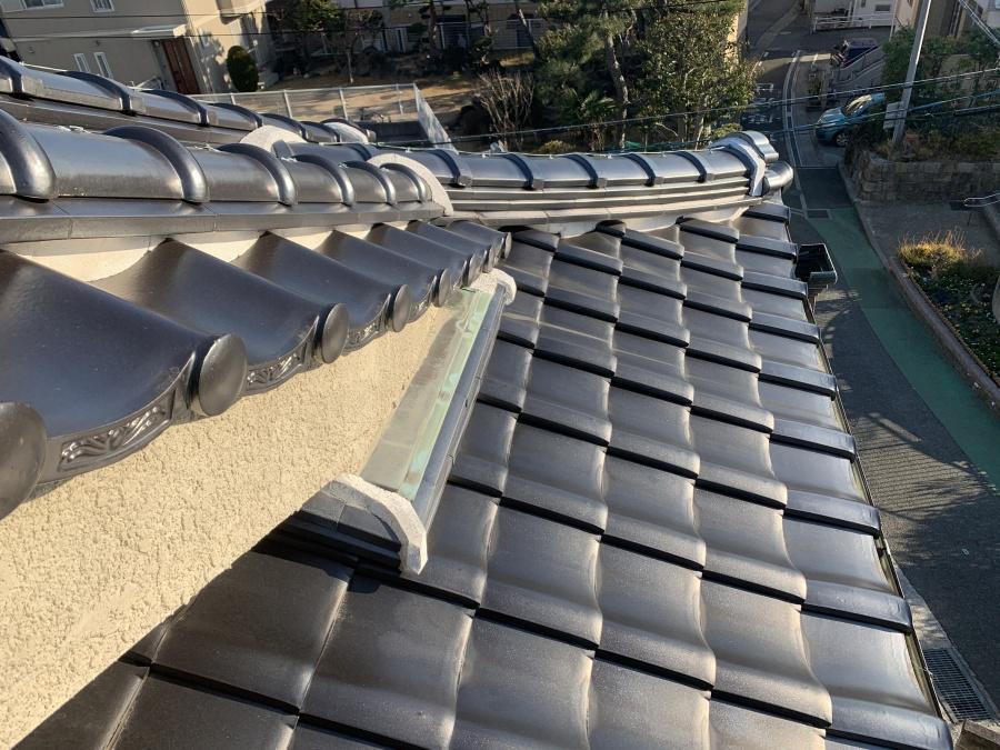 神戸市垂水区での瓦屋根点検で屋根上に昇ってきた様子