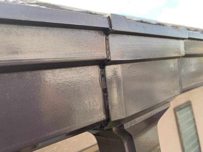 明石市での雨樋大急処置で結合した雨樋の外観