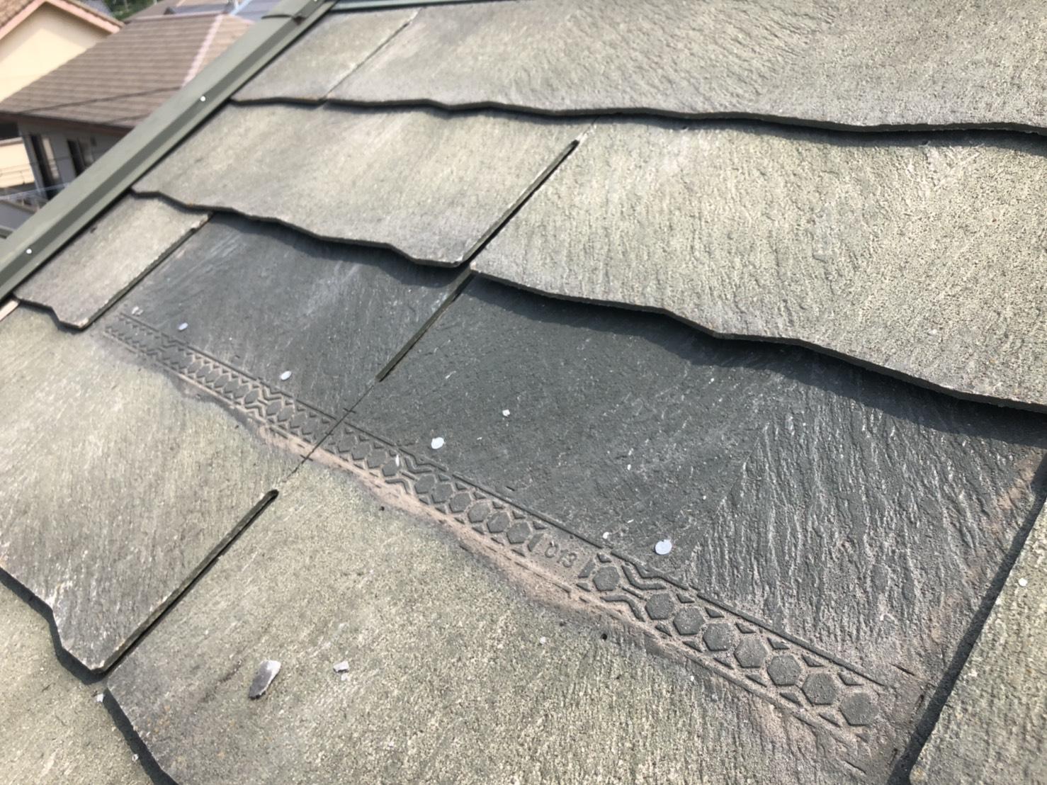 ひび割れたスレート屋根を撤去した様子