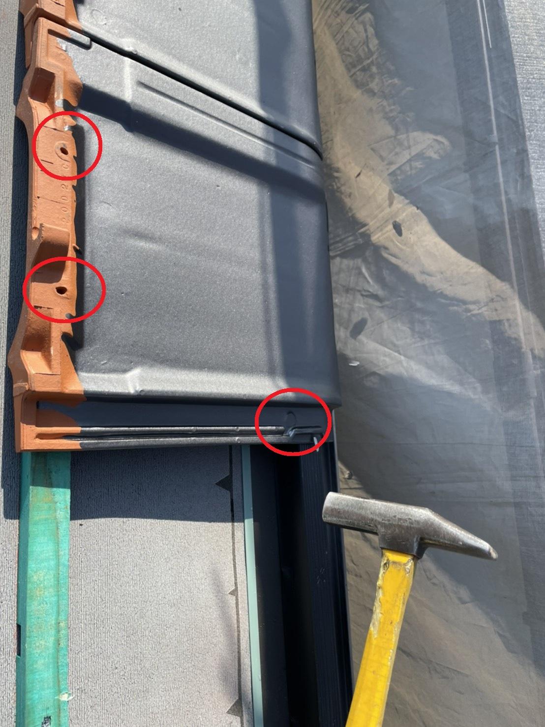 屋根工事で使用した瓦屋根の釘穴は全部で3つ