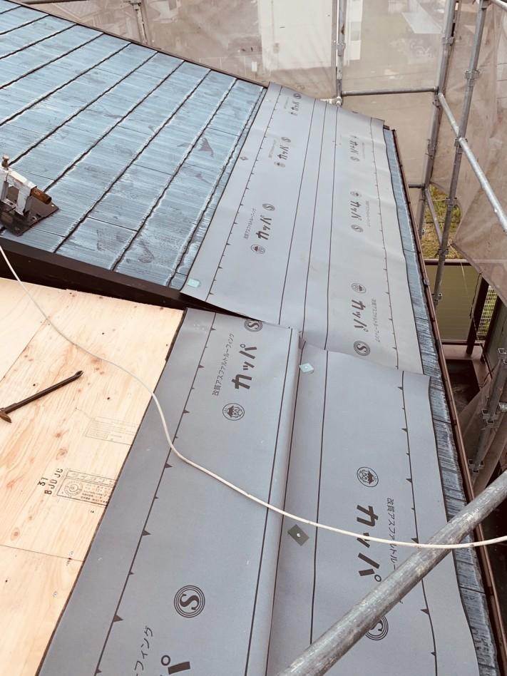 トタン屋根の防水シートの様子