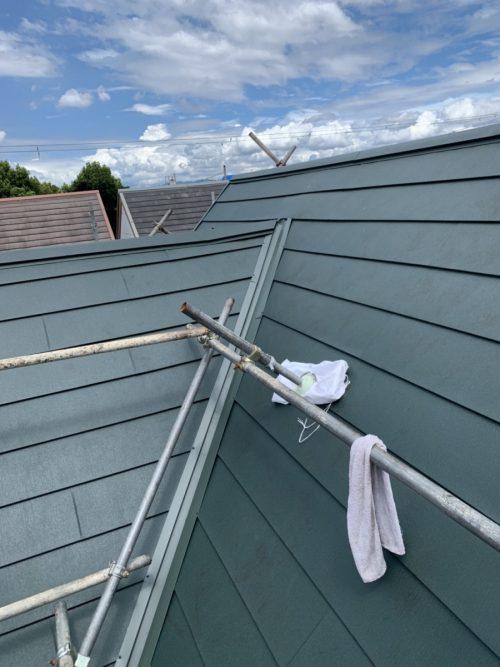 カバー工事した緑の屋根の写真