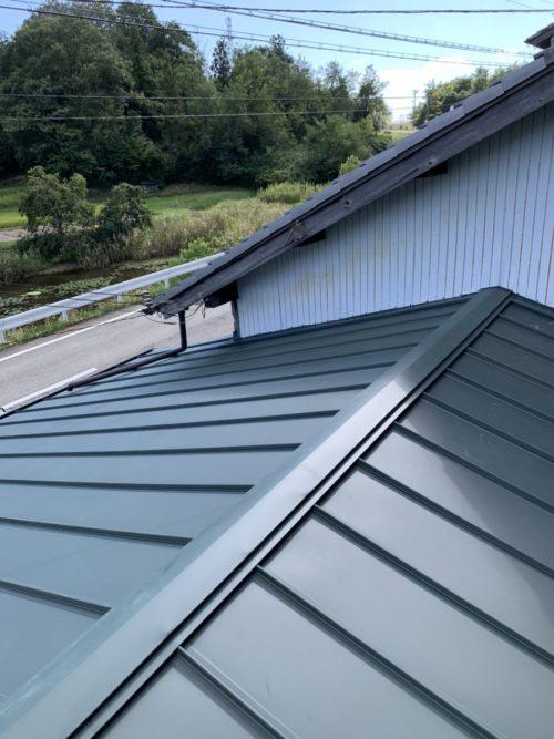 カバー工法した緑の屋根