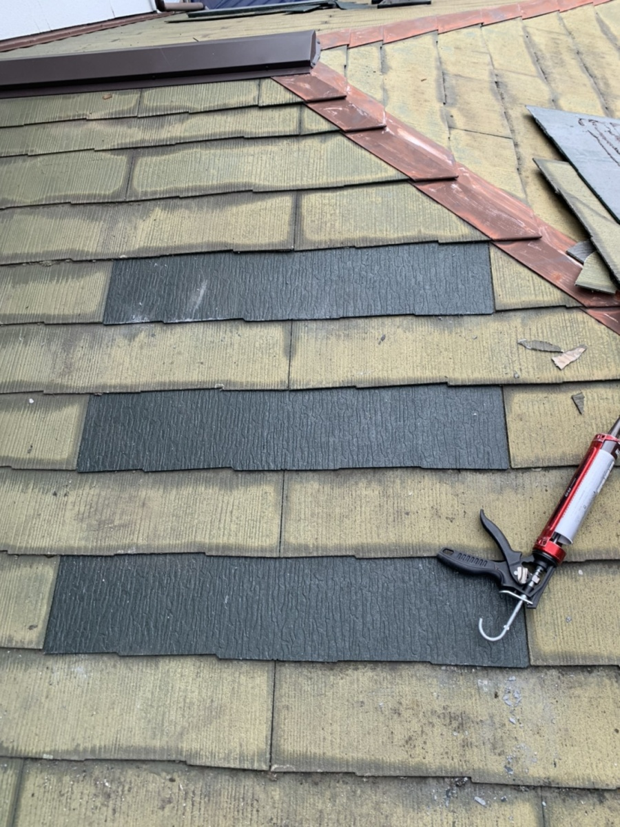 神戸市垂水区での屋根塗装前に新しいスレート屋根を差し替えた様子