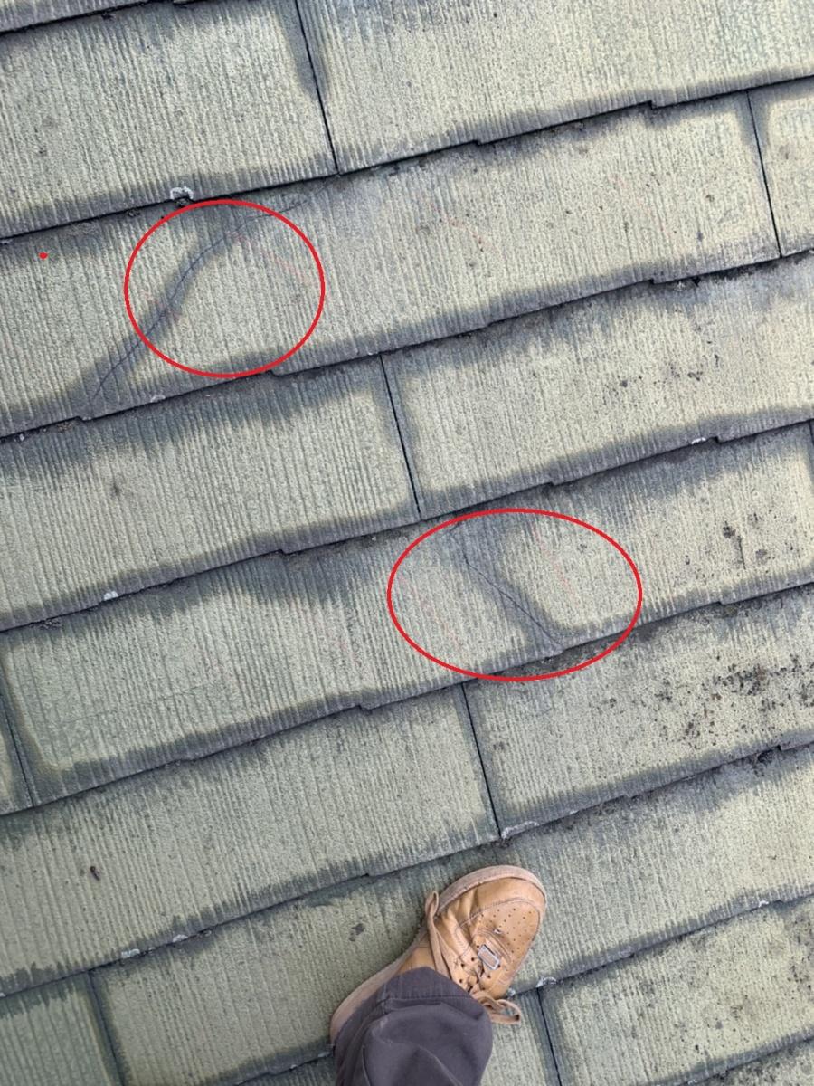 神戸市垂水区での屋根塗装前のひび割れたスレート屋根