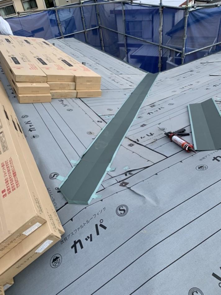 屋根材を荷上げした様子
