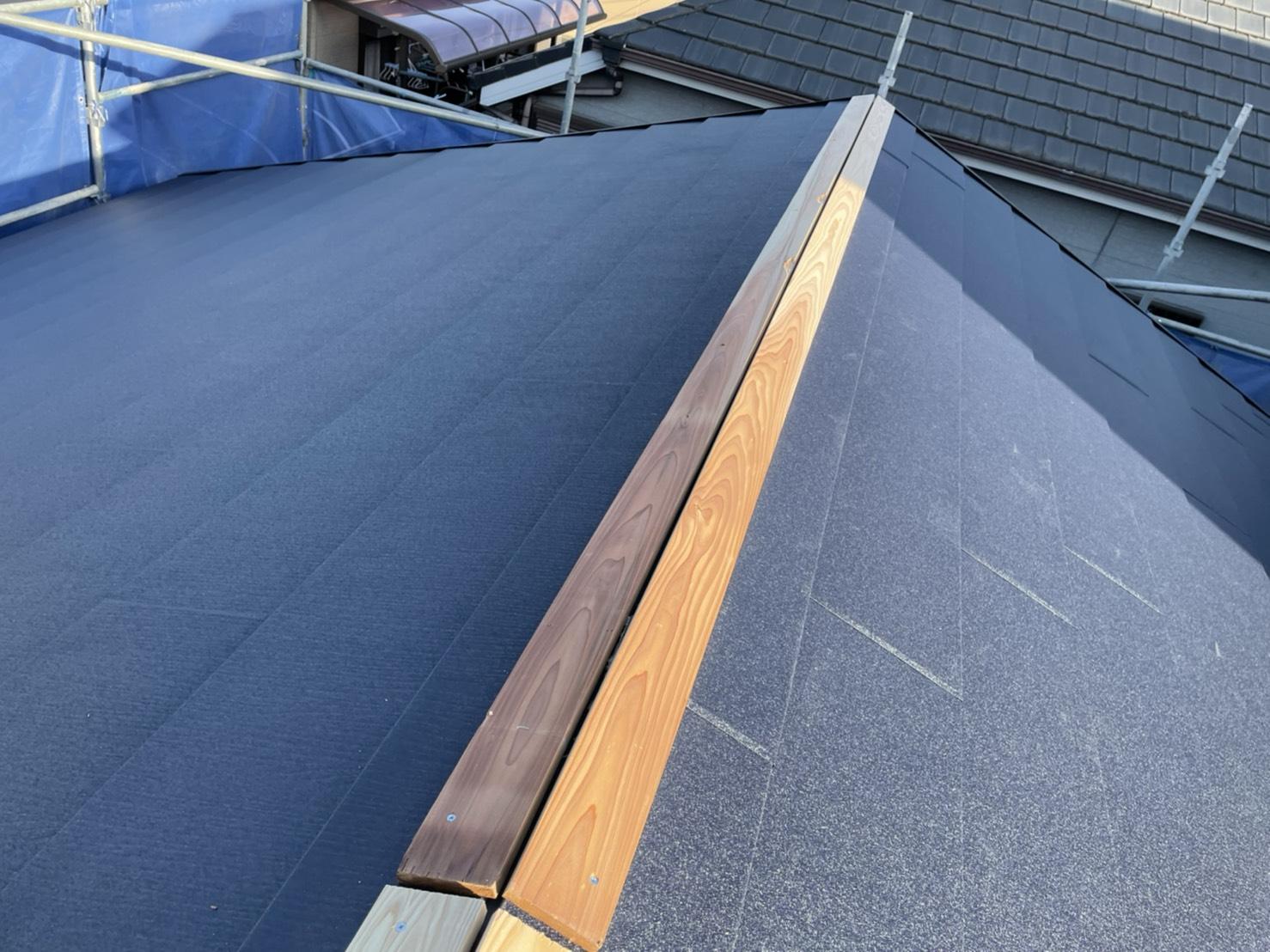 神戸市垂水区で行った屋根工事で棟木を取り付けた様子