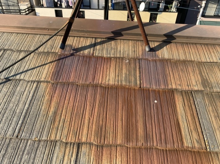 淡路市でのスレート屋根点検でのカラーベストの様子