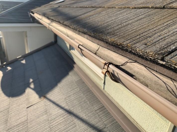 淡路市でのスレート屋根点検での雨樋の様子