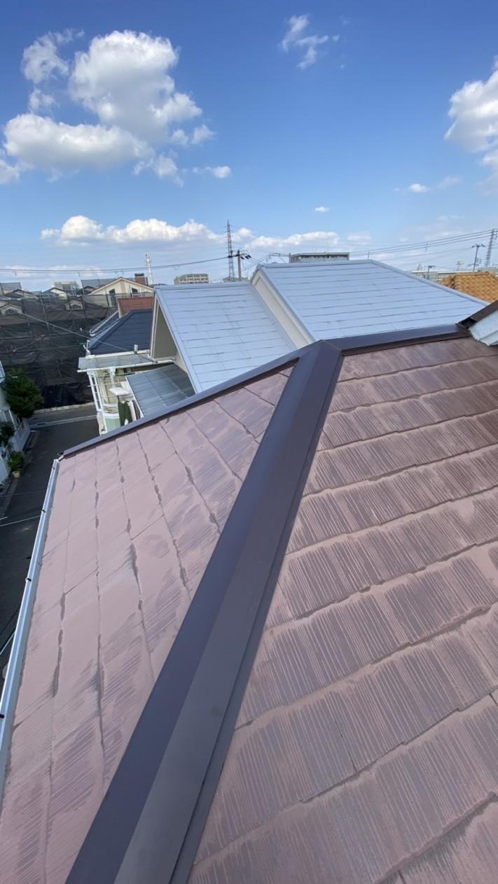 屋根修繕が完了したカラーベスト屋根の様子