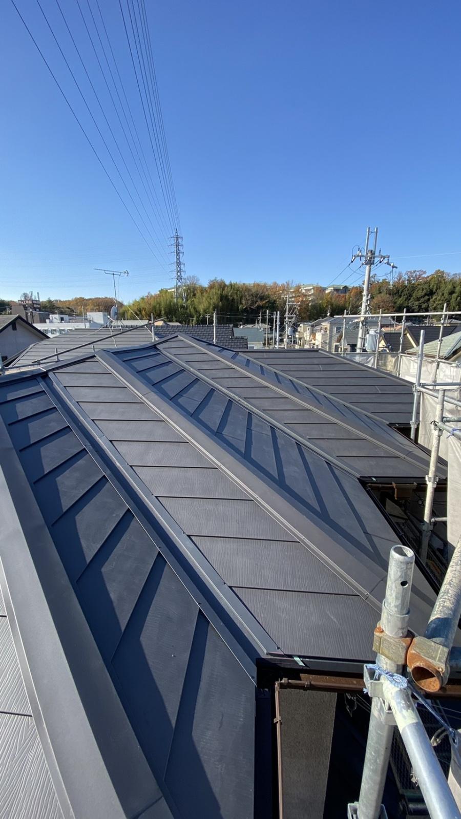 三田市での断熱効果を高める瓦屋根葺き替え工事が完了した様子