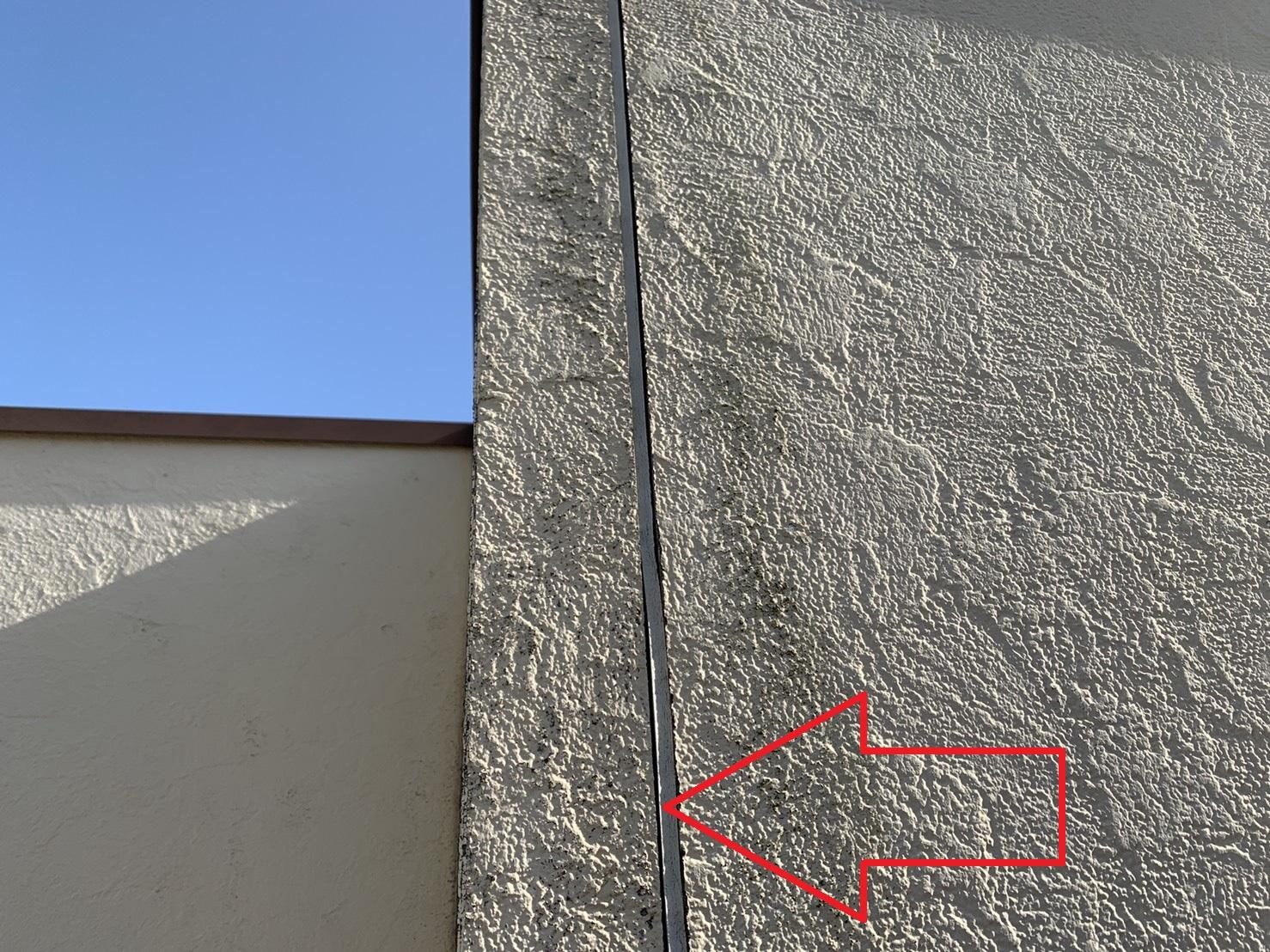 外壁塗装前の劣化したコーキング