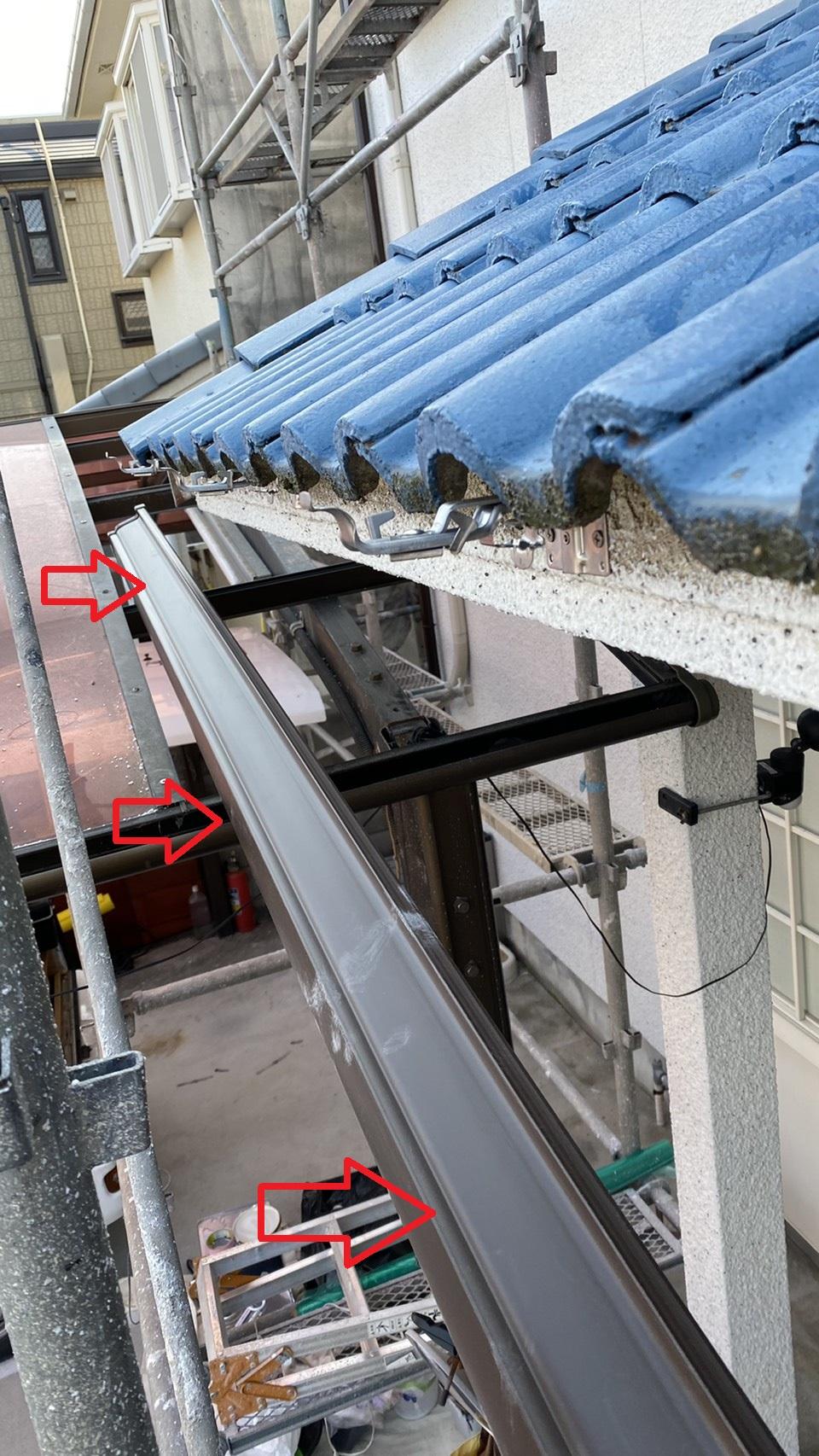 三木市での雨樋修理で新しく取り付ける雨樋の様子